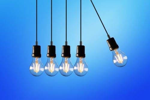 Različni modeli stropnih svetilk